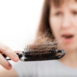 Як боротися з випаданням волосся?
