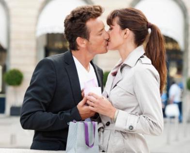Проста історія: він шалено закоханий у тебе! Чи варто хвилюватися?