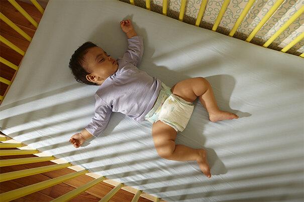 Як навчити дитину спати самостійно?