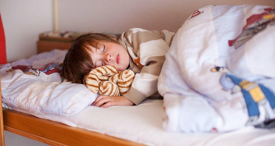 Як правильно підготувати дитину спати в окремій кімнаті і в ліжку?